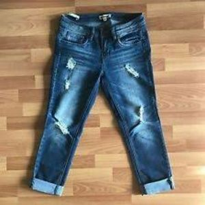 🔥NWOT🔥Dollhouse Destressed Cropped Jeans